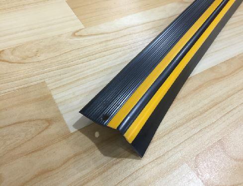 Perfil Esquinero Negro y Amarillo 4.5cm Melavinyl