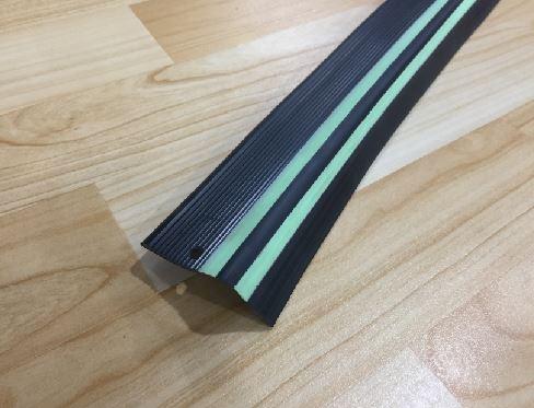 Perfil Esquinero Negro y Verde 4.5cm Melavinyl